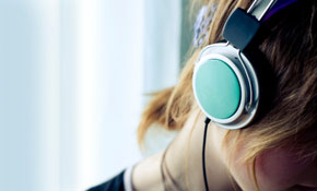 Consumers reject free headphones