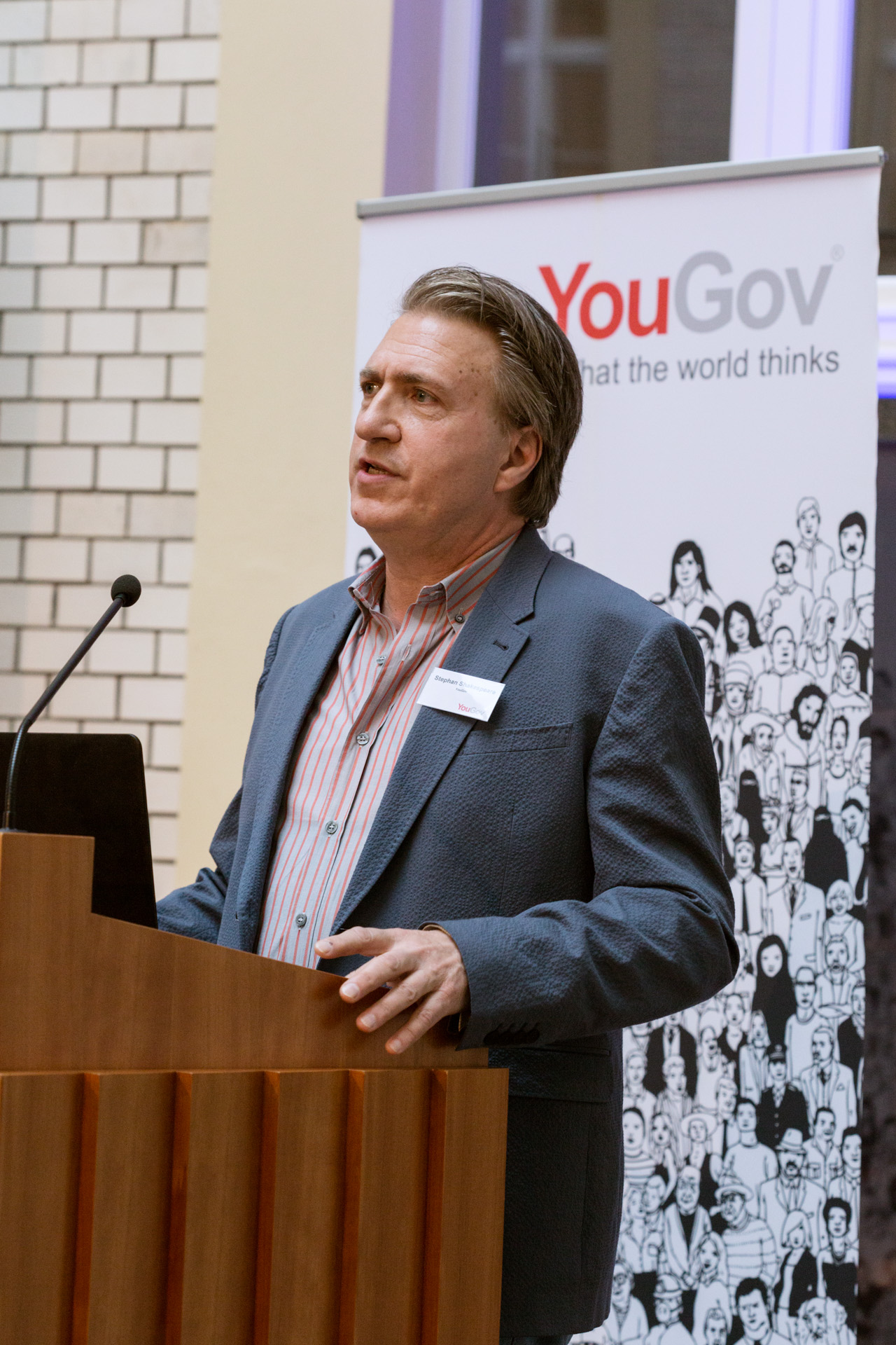 YouGov Founder & Global CEO Stephan Shakespeare bei seiner Rede